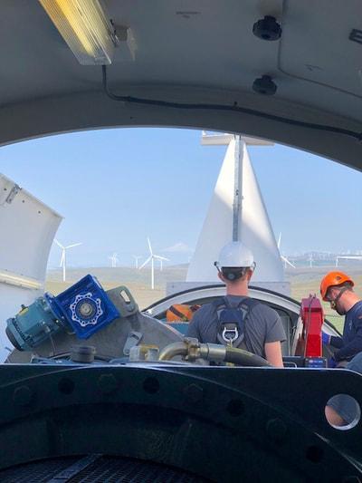 REI-Wind-Turbine-Training-Students 17