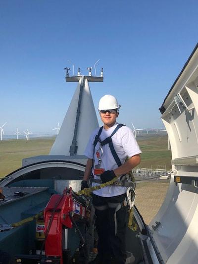 REI-Wind-Turbine-Training-Students 4